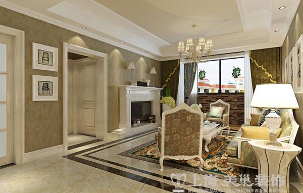 财信圣堤亚纳130平简欧三室两厅装修效果图——电视背景墙,壁炉自然不可或缺,它被安置在空间结构的交汇处,与一幅色彩鲜艳的油画相呼应,敞开式的客厅提供了一个视觉中心。