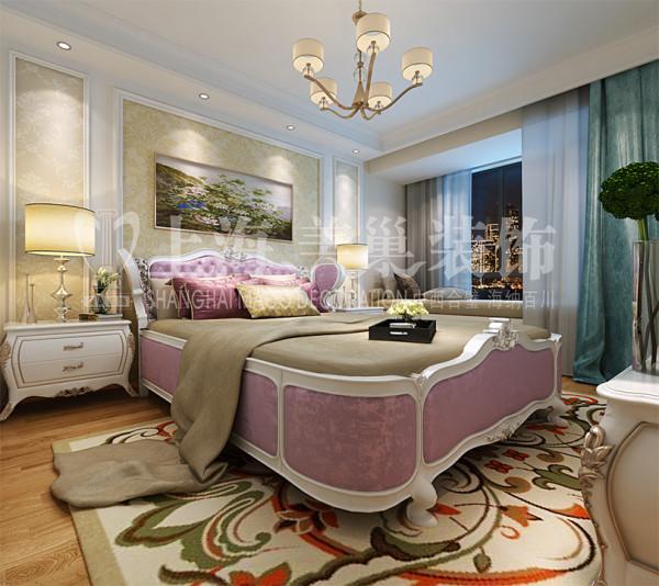 民安北郡装修三室两厅简欧样板间120平效果图——卧室全景,运用现代 欧式元素,墙面采用 壁纸,使整个居室空间更加唯美