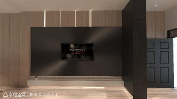 从玄关处的展示柜,延伸到客厅的电视墙体,深色系的异类质材混搭,打造利落的现代风尚。 (此为3D合成示意图)