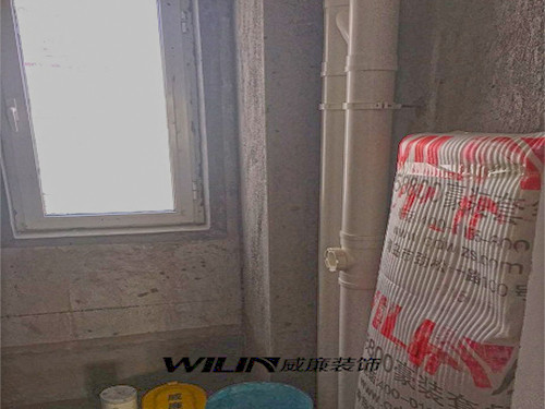 """威廉装饰采用的水管均为伟星橙色PPR并且会印有威廉装饰专用字样。 对于水管的铺设也有严格的施工标准""""横平竖直"""";"""