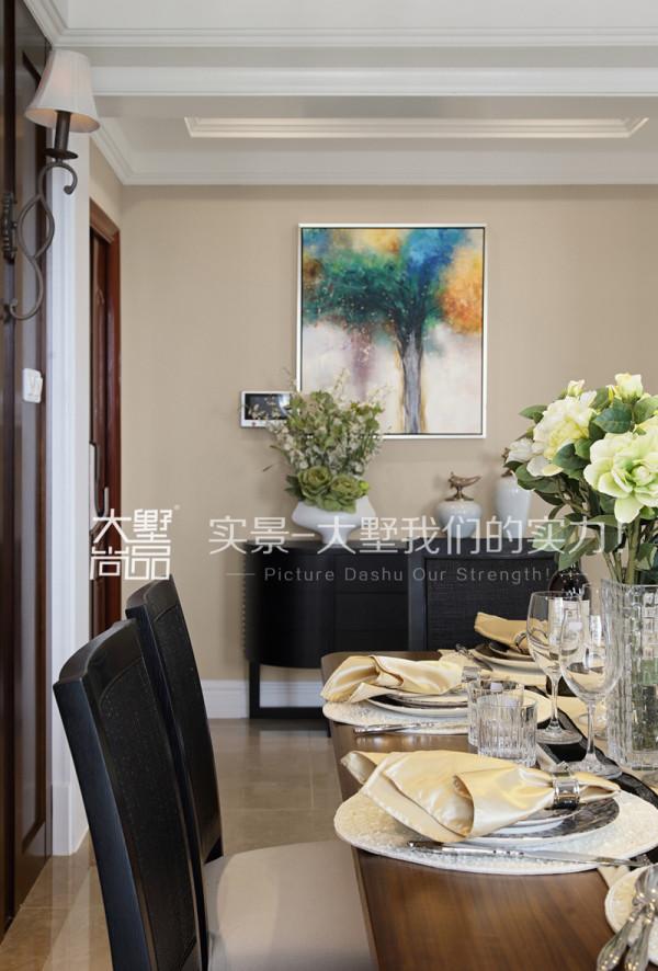 精心搭配的绿植使整个餐厅环境更加自然温馨。