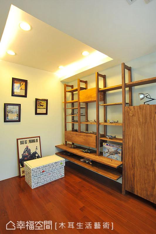 因应屋主喜欢收藏模型的嗜好,特别设计了一处可以展示的开放式柜体,让大小不一的飞机模型适得其所,屋主更可以欣赏自己搜集的宝贝模型。