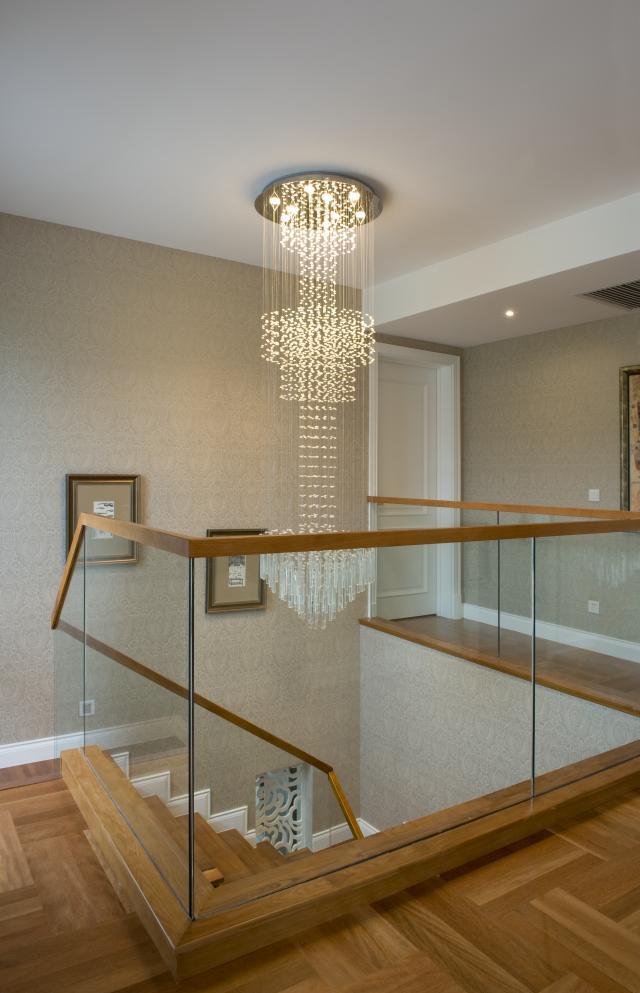 欧式 别墅 楼梯图片来自天津尚层装修韩政在欧式温馨的家的分享