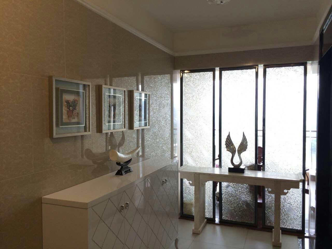 欧式 旧房改造 80后 玄关图片来自fy2365951033在欧式住宅空间的分享