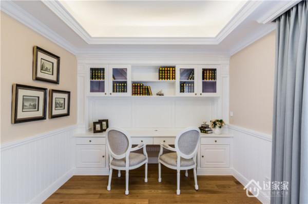 书房以白色为主,力求简洁。