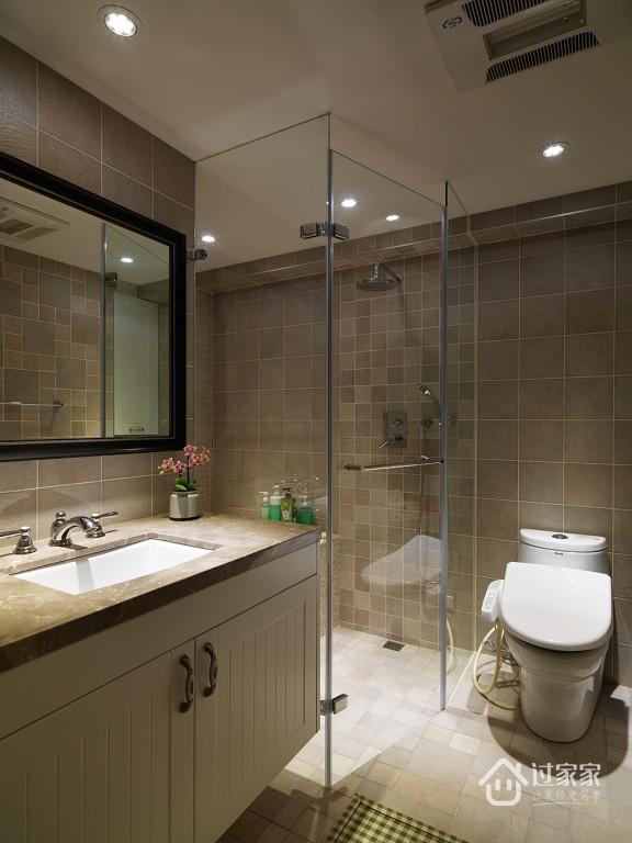 卫浴空间仿製饭店式的精緻高雅,採乾湿分离设计。