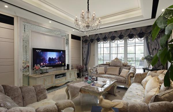 客厅整体色调以米色为主,整体采用了中性光。客厅电视墙位置用硬包与黑镜结合的形式做了一扇隐形门的处理,使背景墙不再单调的同时富有艺术感,结合吊顶以及立面,使整个空间有了延续性。