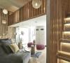 窗户引援自然光入室,干净、明亮的视线让客厅更添宽敞之意。