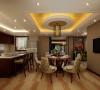 广泛地运用木材和其它天然材料,局部采用了一些亚麻纺织的壁纸、艺术感极强的涂料,金色的金属型材、灯光的变化体现了稳重及雅致。整个布局以冷静线条分割空间,代替一切繁杂与装饰。