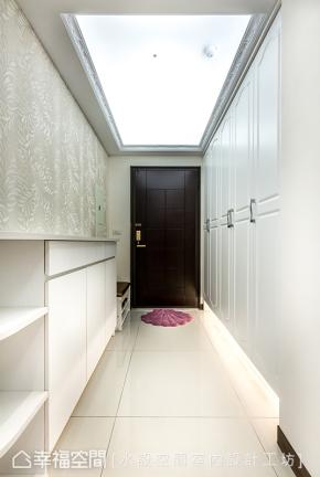 三居 简约 现代 新古典 温馨 玄关图片来自幸福空间在微古典100平现代生活的温馨主张的分享