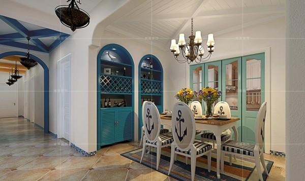 深蓝色酒柜与白色墙壁形成强烈对比,衬托出空间的静谧与祥和
