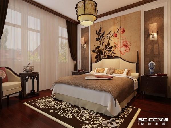 现代线条的简洁和家具舒适功能的周到考虑是设计的重点之一。朴素的淡黄色床头背景墙搭配同色系,中式元素的运用和谐统一。