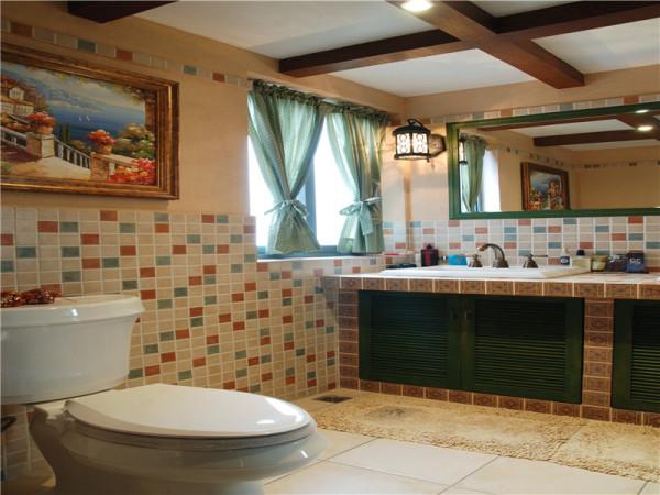 卫生间的设计也同样注重功能,安全方便是首要考虑的因素。另外,美式风格在卫生间选材上自由度较大,因为美国人喜好泡浴,墙面上用防水墙纸、木材等材料也屡见不鲜。