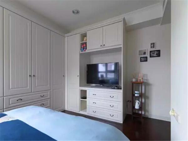 电视墙也结合收纳柜一起设计。
