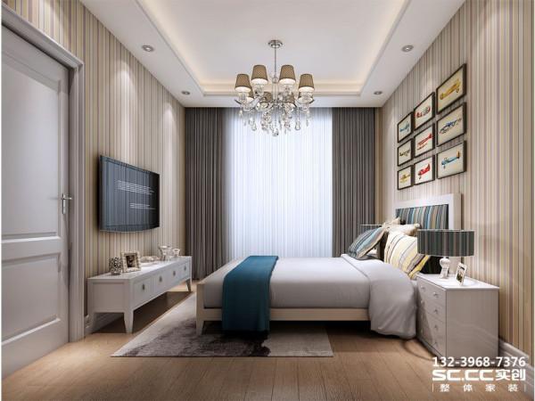 设计 理念主卧采用暖色竖条纹壁纸,让卧室整洁而不失优雅。顶面吊顶和吊灯的搭配增加了卧室的层次感和空间感