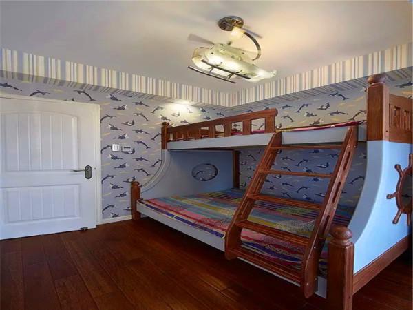 儿童房在家具、软装、灯具等各个方面增添了一些童趣。