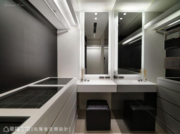释出部分的主卧空间,为儿子打造专属的更衣室,透过镜面提升空间的放大感。