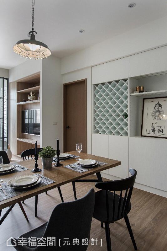 柜体除了切齐梁线规划,并以简白样貌融入墙面线条,彭立元设计师还纳入红酒柜设计,收藏屋主的珍藏佳酿。