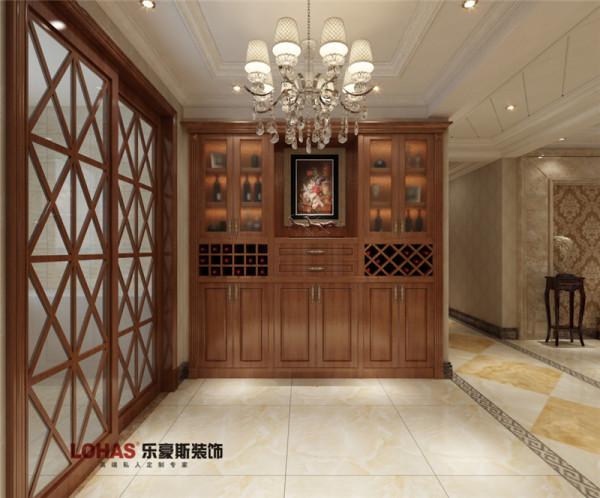 小区名称:天河悦城面积:129户型:三室两厅两卫风格:欧式风格造价:12万酒柜做成内嵌,大气实用,提升档次,彰显了主人品位。