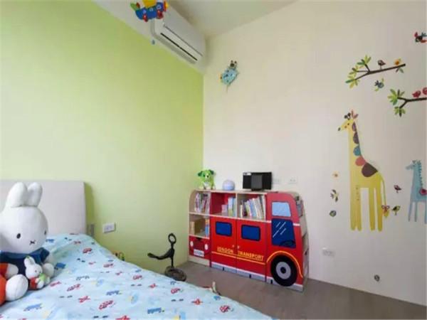 活动的儿童家具可以在孩子成才过程中随时升级替换。