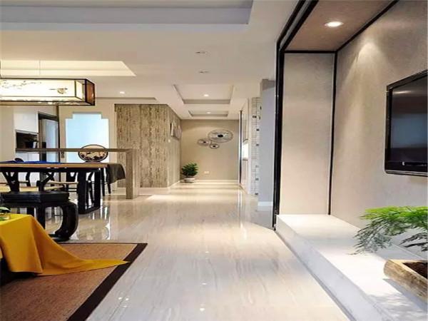 走廊:光洁的大地砖让整个空间显得干净大气.