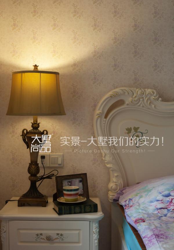 主卧室床头柜细节