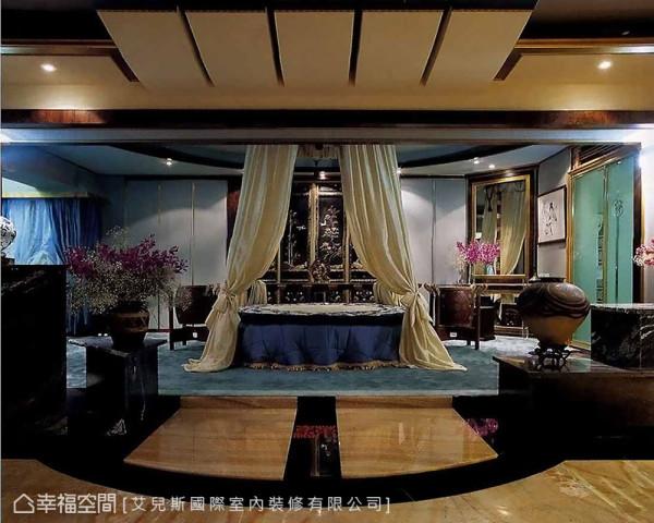 床头板饰以双面玉片屏风,摆放流金佛像创造出视觉焦点,搭配大理石材质,打造出电视柜,创造出独树一格的氛围景致。