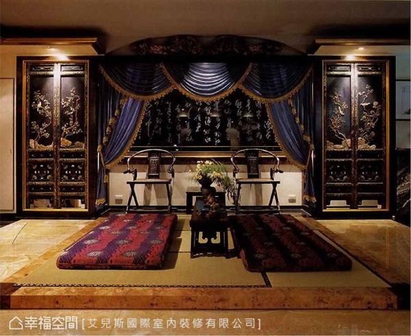 原先的窗台透过书法喷砂手法,体现中国传统的古典艺术文化,两旁的电器柜善用屋主收藏的玉片屏风做为门片,创造出主墙视觉。