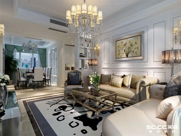 客厅安排在采光最佳的窗边,法式垂坠窗幔与梦幻薄纱的组合,让由外入内的光与景,看起来格外柔和。