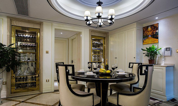 餐厅的角落里专门开辟的储酒空间,这也是是主人的品质生活