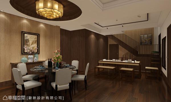 李铭峰设计师以圆形的餐桌与天花寓意圆满,一旁的方形工作桌则可沏茶聊天,创造惬意自在的生活情境。 (此为3D合成示意图)