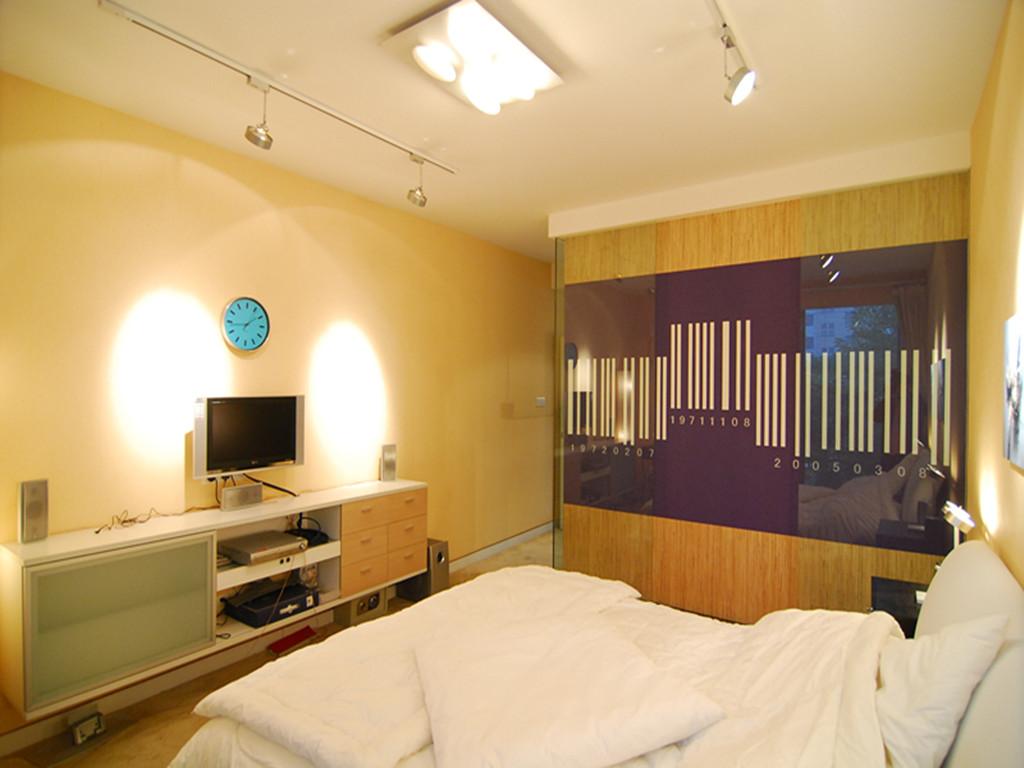 简约 二居 80后 小资 卧室图片来自成都创新思维装饰工程有限公司在南城都汇的分享