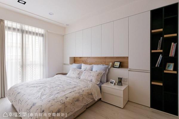 延续公领域的设计主题,主卧室同样以简约风呈现,围塑舒适、放松的休憩氛围。
