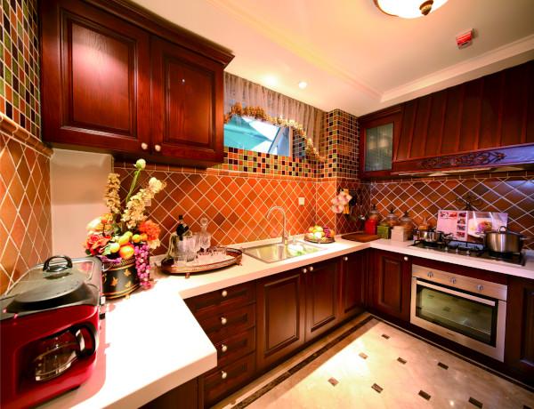 厨房强调简洁、明晰的线条和优雅、得体有度的装饰
