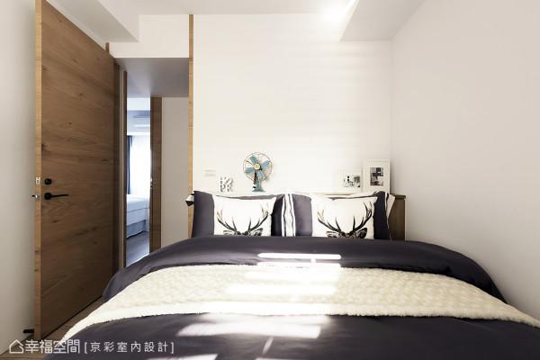 预留的长亲房,同样围塑简约现代的风格,营造卧眠环境的舒适感。