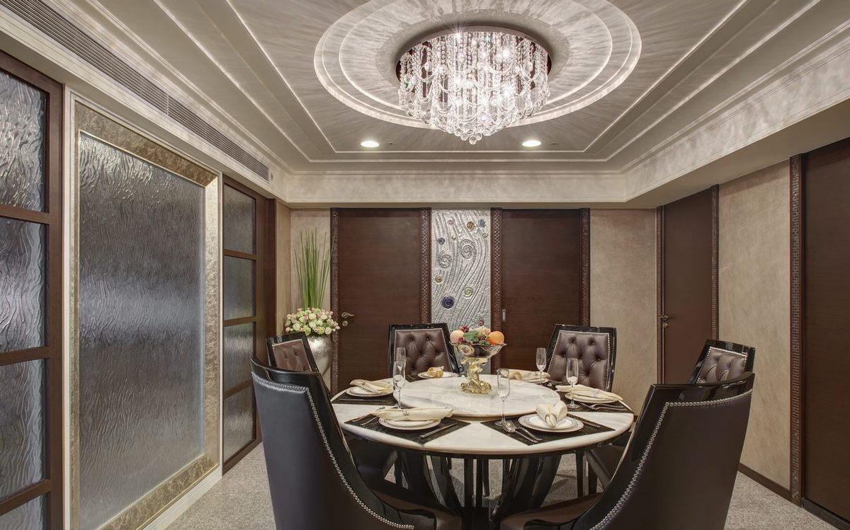 白领 80后 餐厅图片来自成都丰立装饰工程公司在内敛沉稳的古典美的分享