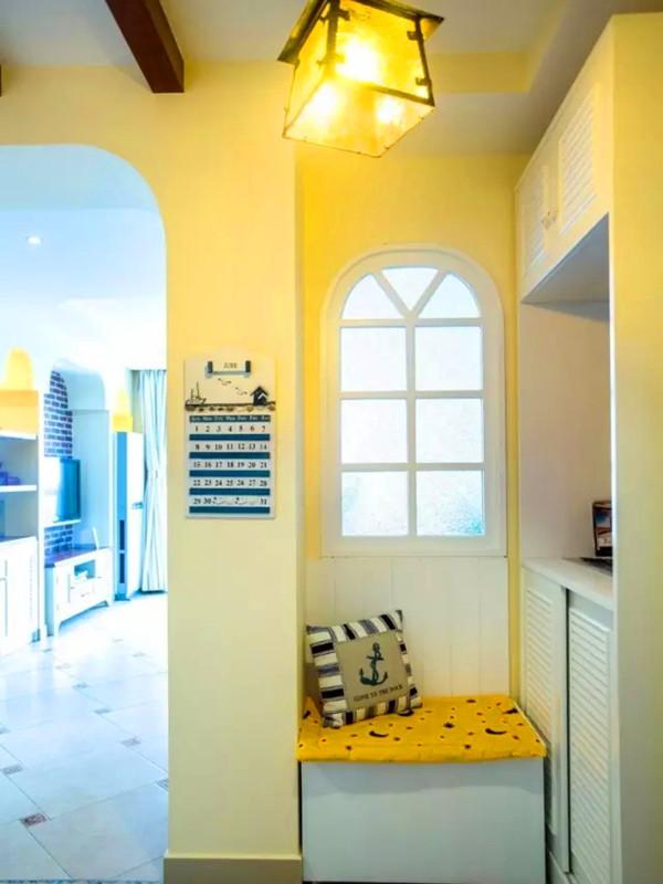 田园风格为主结合地中海元素,玄关的换鞋凳是结合门洞垭口设计的。