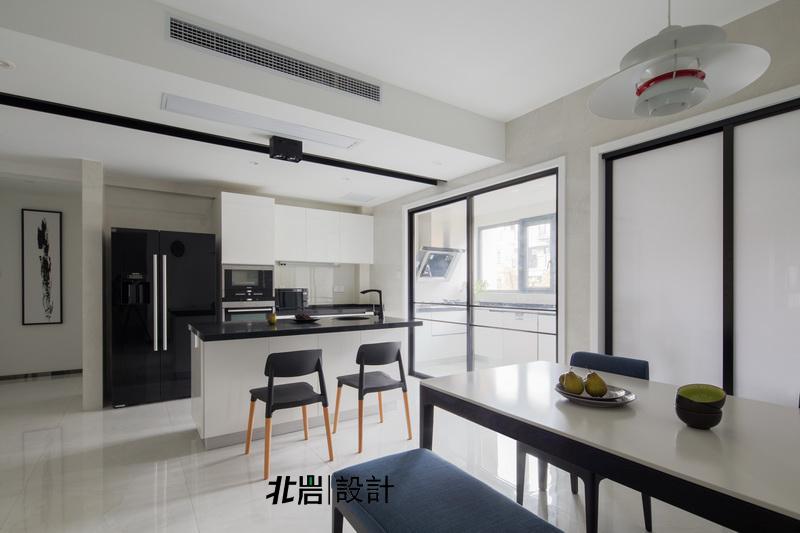 北岩设计 顶墅施工 阳光聚宝山 黑白调 三居 餐厅图片来自北岩DESIGN在律动的分享