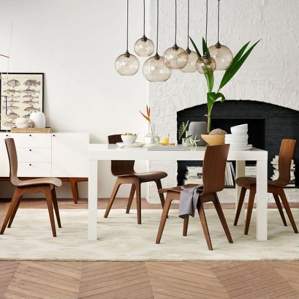 北欧风格集中体现了绿色设计、环保设计、可持续发展设计的理念;它的家居风格很大程度体现在家具的设计上。注重功能,简化设计,线条简练,多用明快的中性色。
