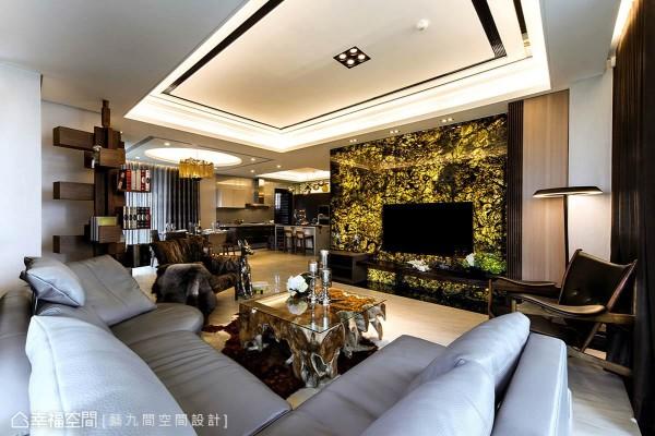 克服支撑困难,削薄打光呈现的和氏璧电视墙闪耀璀璨光芒,搭配严选设计感家饰家具,盈满一室艺术奢华。