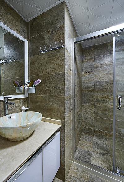 卫生间图片来自家装大管家在情迷地中海 98平休闲时尚家的分享