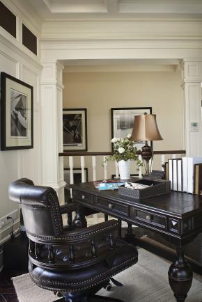 别墅 美式 浪漫 艺术 舒适 书房图片来自天津别墅室内装修在霞光道5号-美式的分享