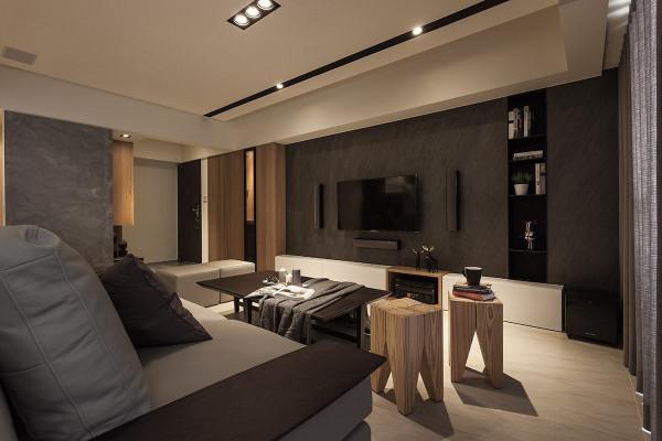 以薄板岩作为电视主墙,形塑低调内敛的空间质感,局部嵌入铁件展示层板,搭配木质造型单椅,营造出自然随兴的人文品味。 引用到回复收集喜欢
