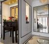 与走入式衣帽间、客餐厅转角柜一体规划的佛堂,除了以咖啡色线板框筑出空间定义外,佛桌也特别挑选可融入新古典风格中。