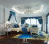 艳丽的典雅蓝装饰着法式浪漫卧室,就好似高贵的蓝玫瑰点缀在自然中,崇尚冲突之美。