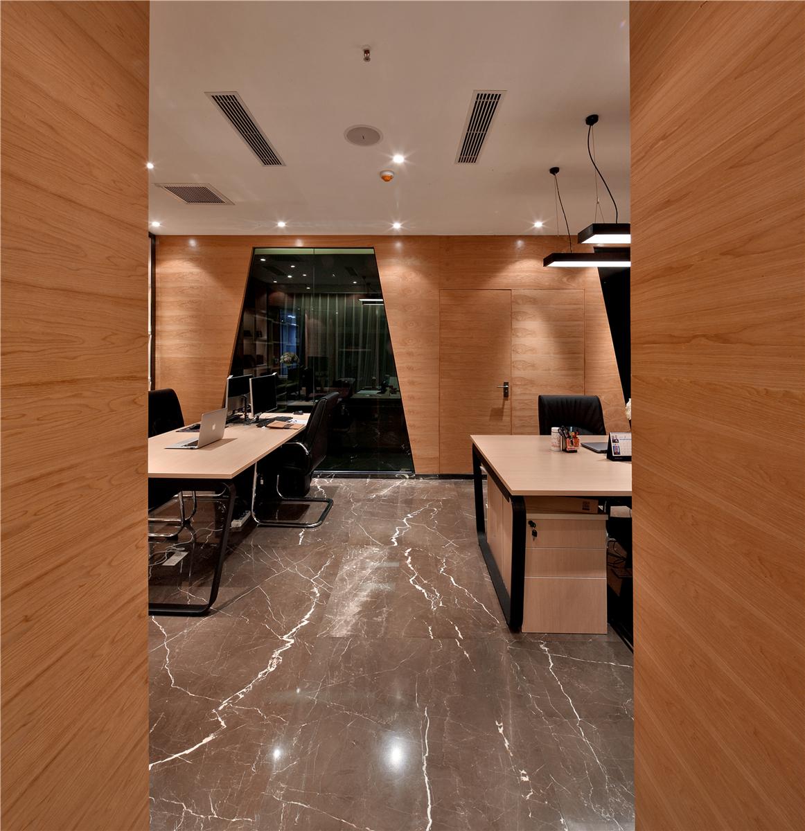 玄关图片来自莫川王远在莫川设计公司展厅-现代风格的分享