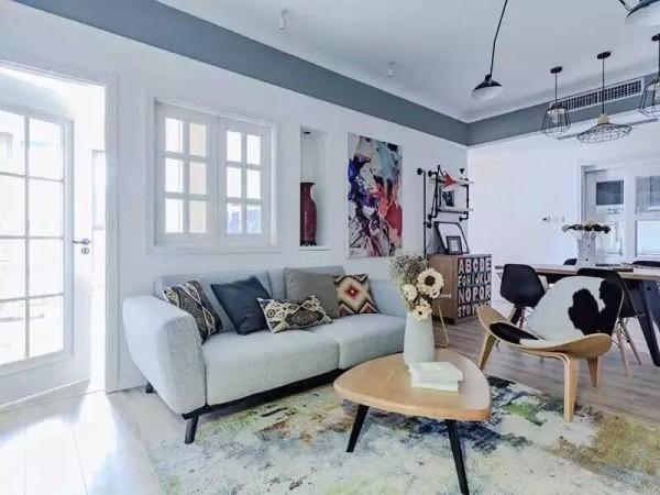 反映在家庭装修方面,就是室内的顶、墙、地六个面,完全不用纹样和图案装饰。