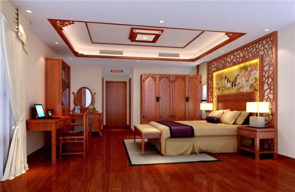 暖色调,卧室背景墙壁纸和木质角线结合,里面的壁纸样式和客厅背景墙相呼应,配上宫廷灯,中式氛围感觉很强烈。
