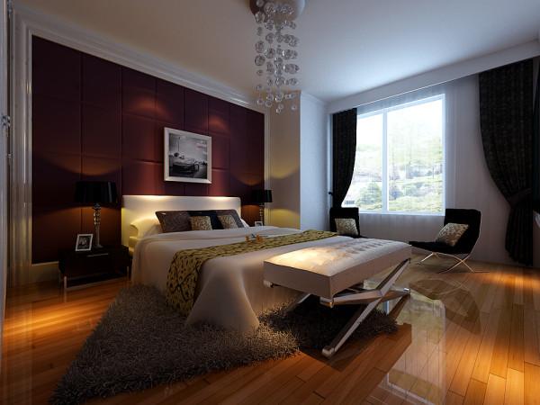 卧室采用了原木色的实木地板。硬包造型墙面的背景设计。搭配白色的皮质床,使得卧室看起来更有档次,空间看起来更加大气。