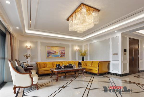 白色为主的空间,橙黄色的沙发应用,浓浅色泽的明显差异,撞击出低调的优雅。而欧式线条的精心勾勒,带着鲜活与时尚,营造一个精致的空间氛围。